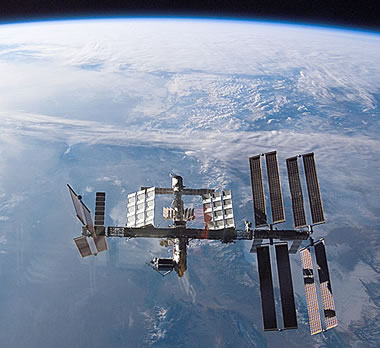iss_sts122small.jpg